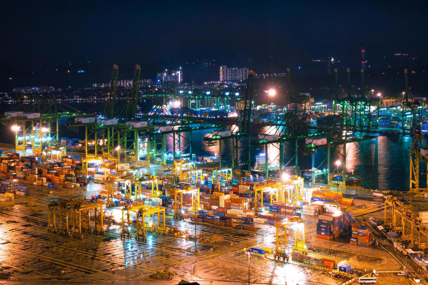 verschepende haven van singapore foto