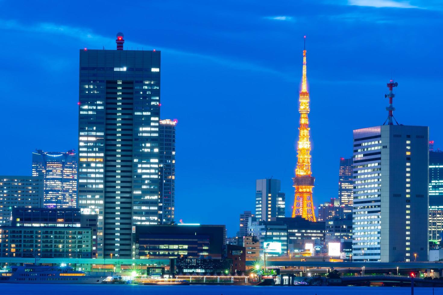 tokyotoren en bedrijfsgebouwen foto