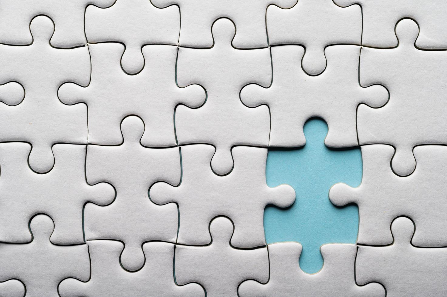 puzzel met een ontbrekend stuk foto