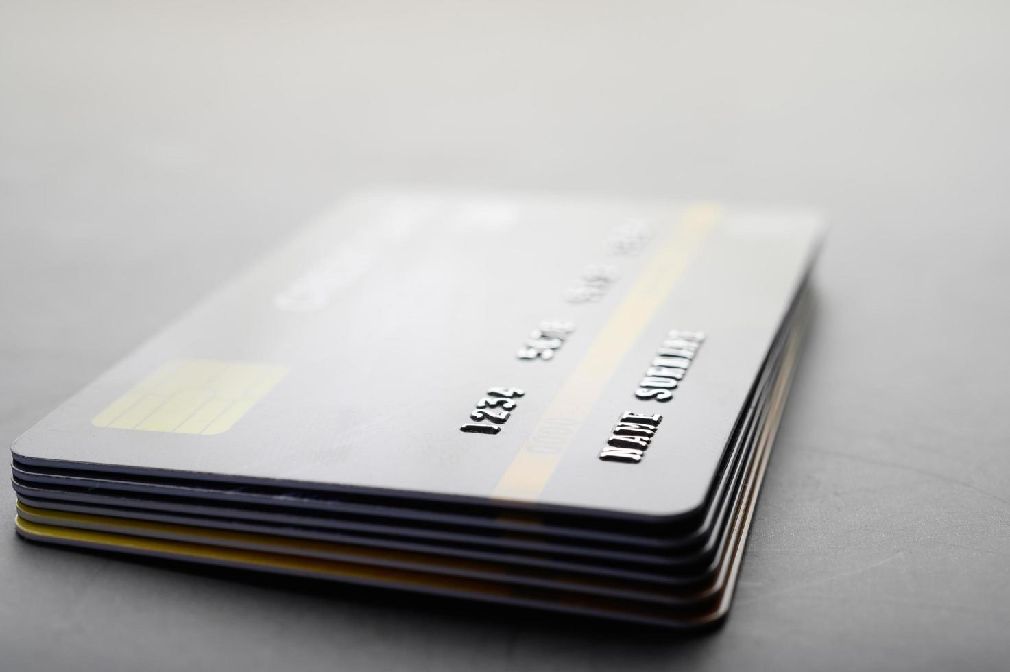 creditcards op elkaar gestapeld foto