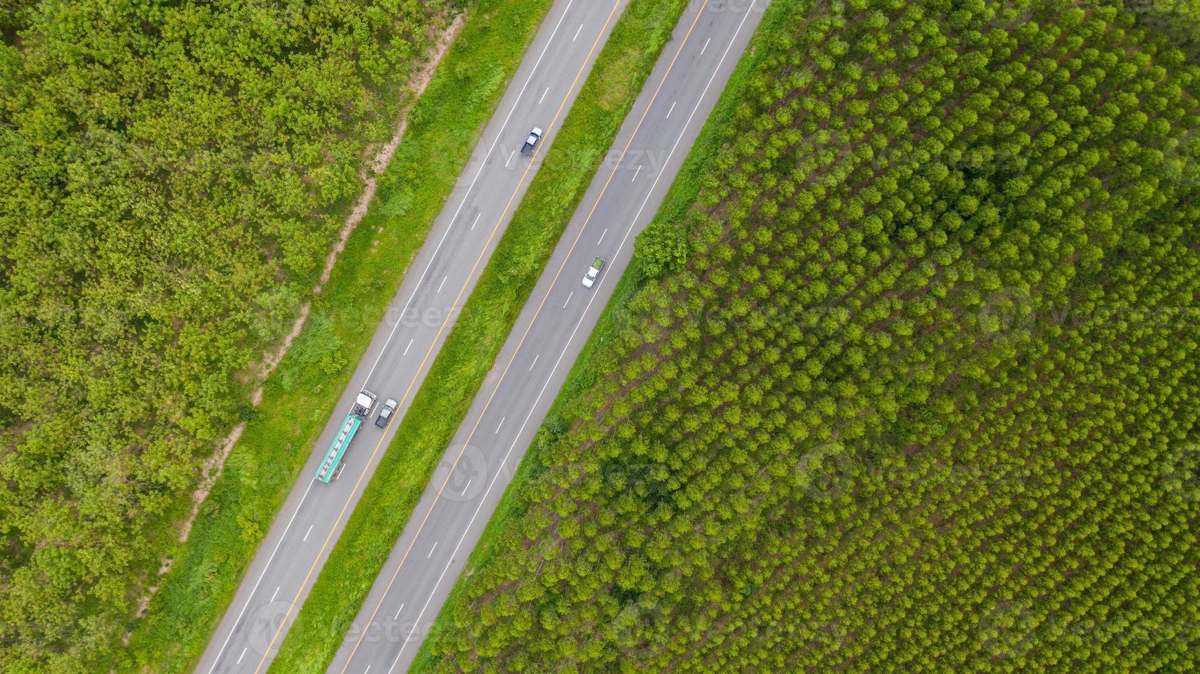 voertuigen op wegen foto