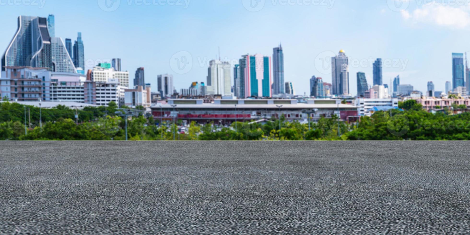 beton met stad op de achtergrond foto