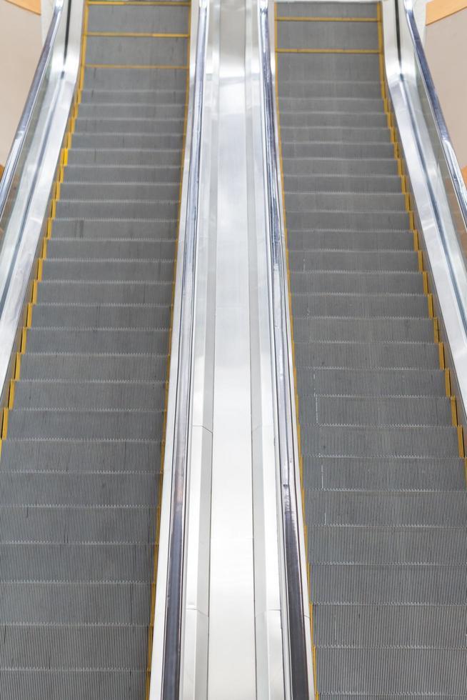 roltrap in een winkelcentrum foto