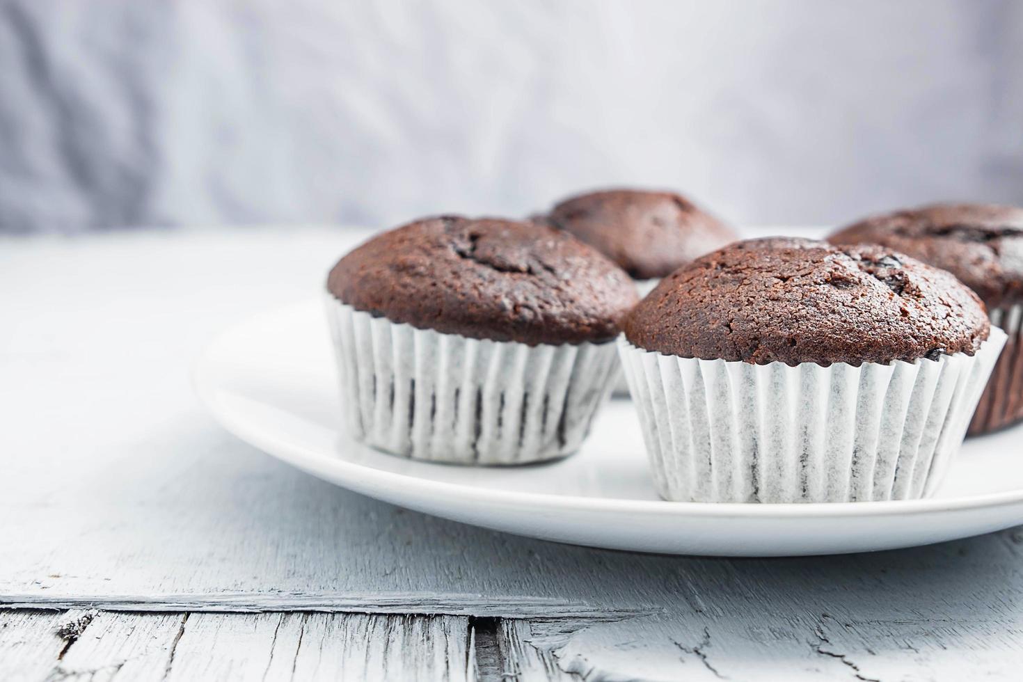 chocolade cupcakes zonder glazuur foto