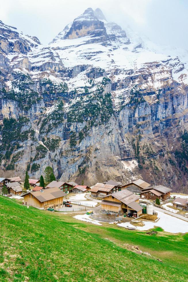 de alpen bij gimmelwald en murren in zwitserland foto