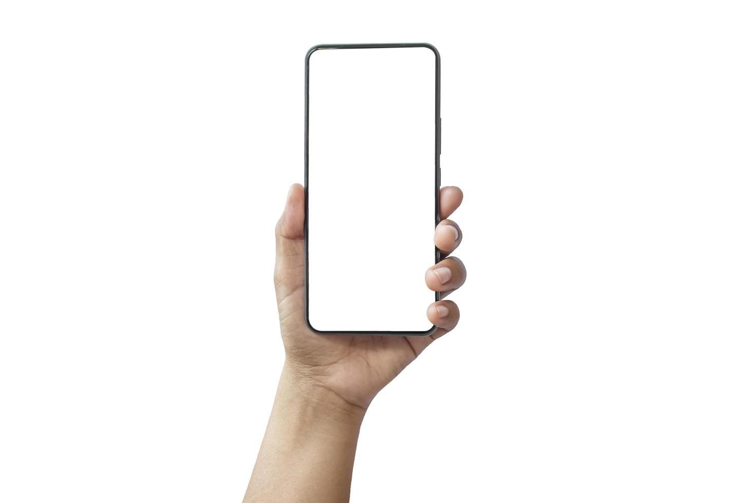 de hand houdt het witte scherm vast, de mobiele telefoon is geïsoleerd op een witte achtergrond met het uitknippad foto