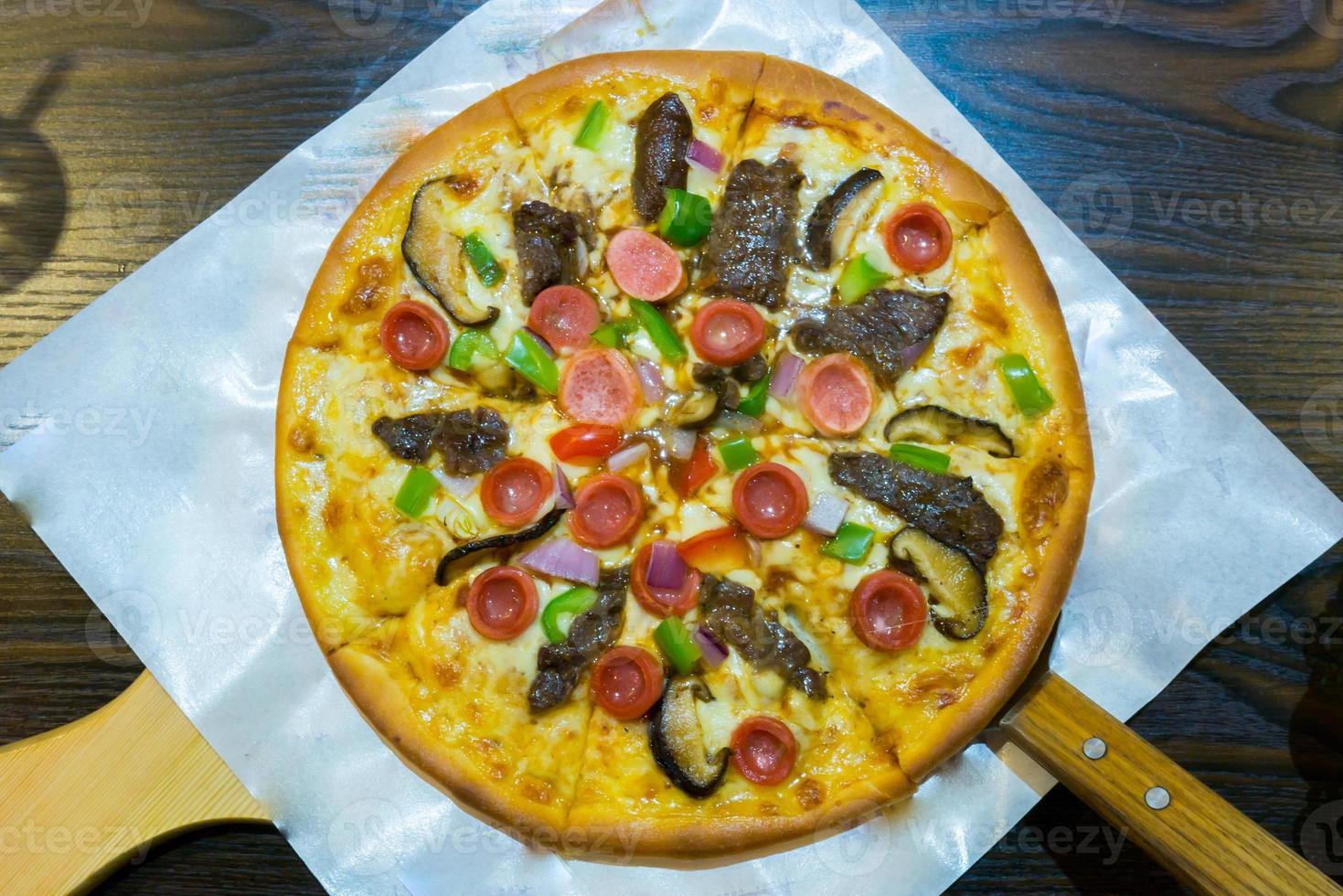 pizza uit de oven foto