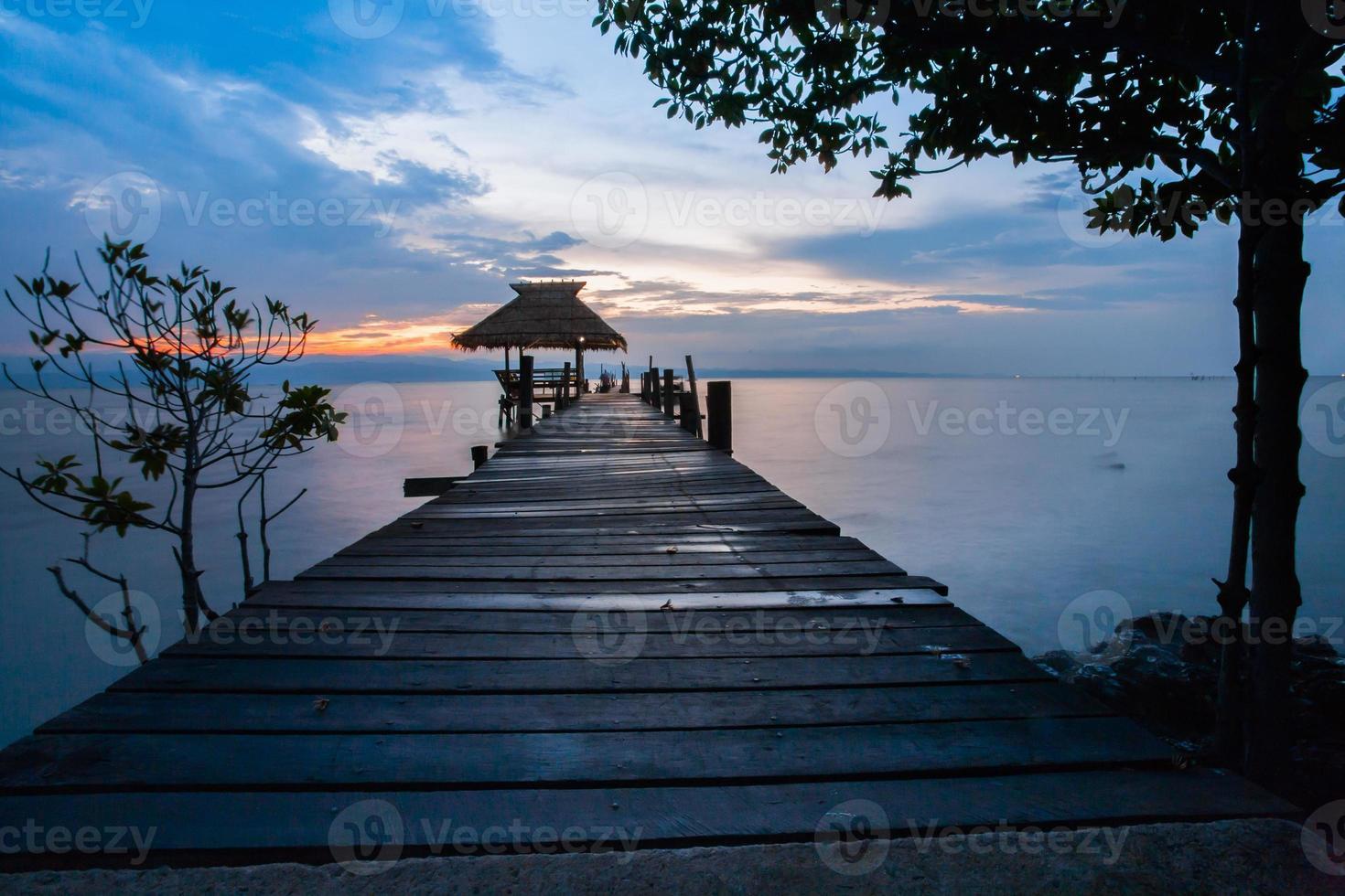 dok bij zonsondergang foto