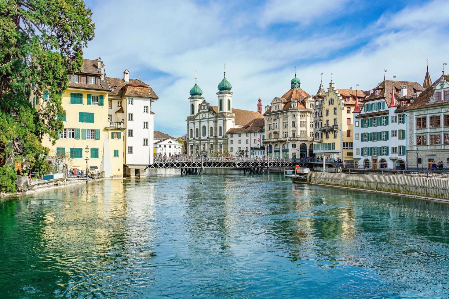 uitzicht op het historische stadscentrum van luzern, zwitserland foto