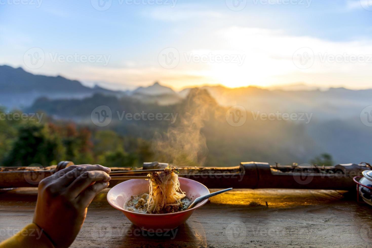noedel in Jabo Mist Mountain foto