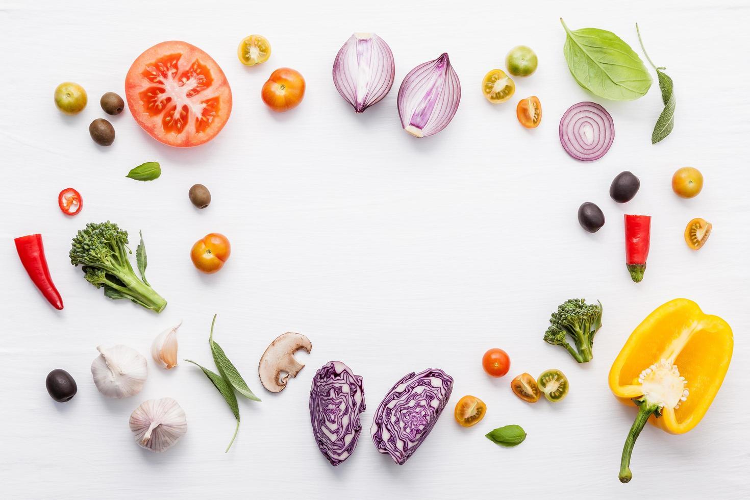 frame met verse groenten en kruiden foto