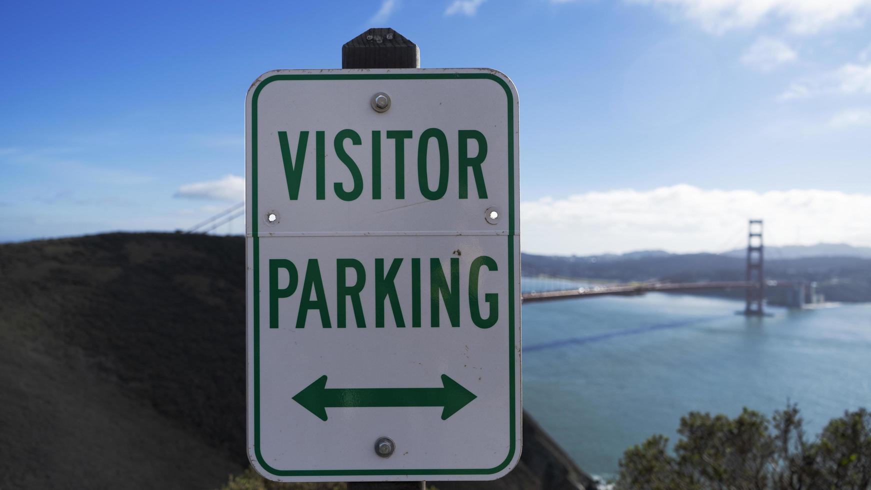 parkeerbord voor bezoekers in San Francisco voor de Golden Gate Bridge op een zonnige dag foto
