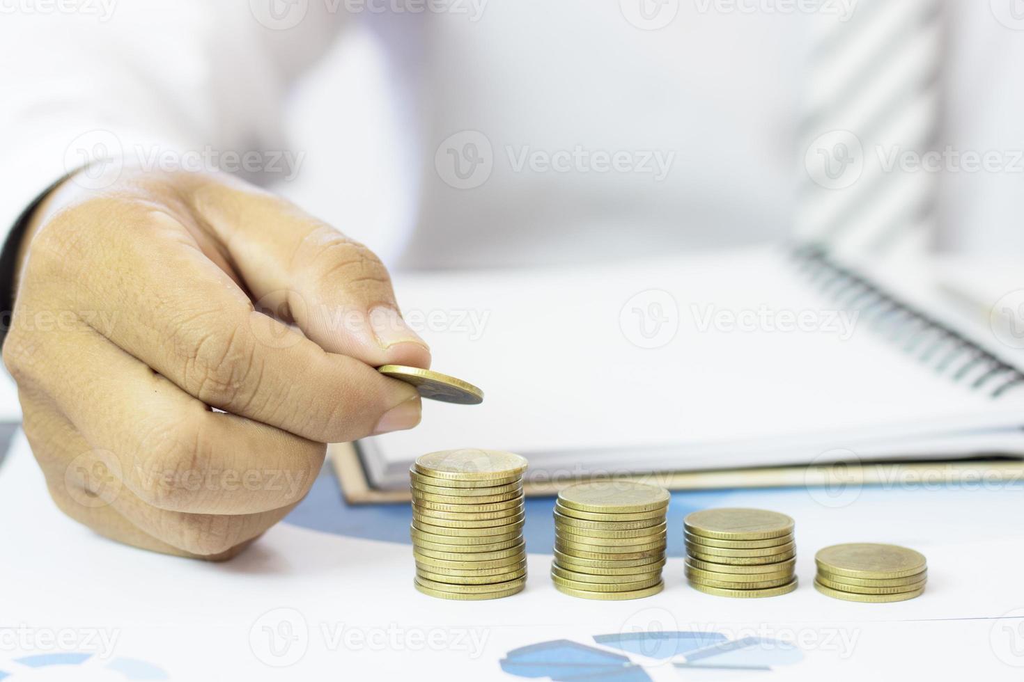 munten worden gestapeld foto