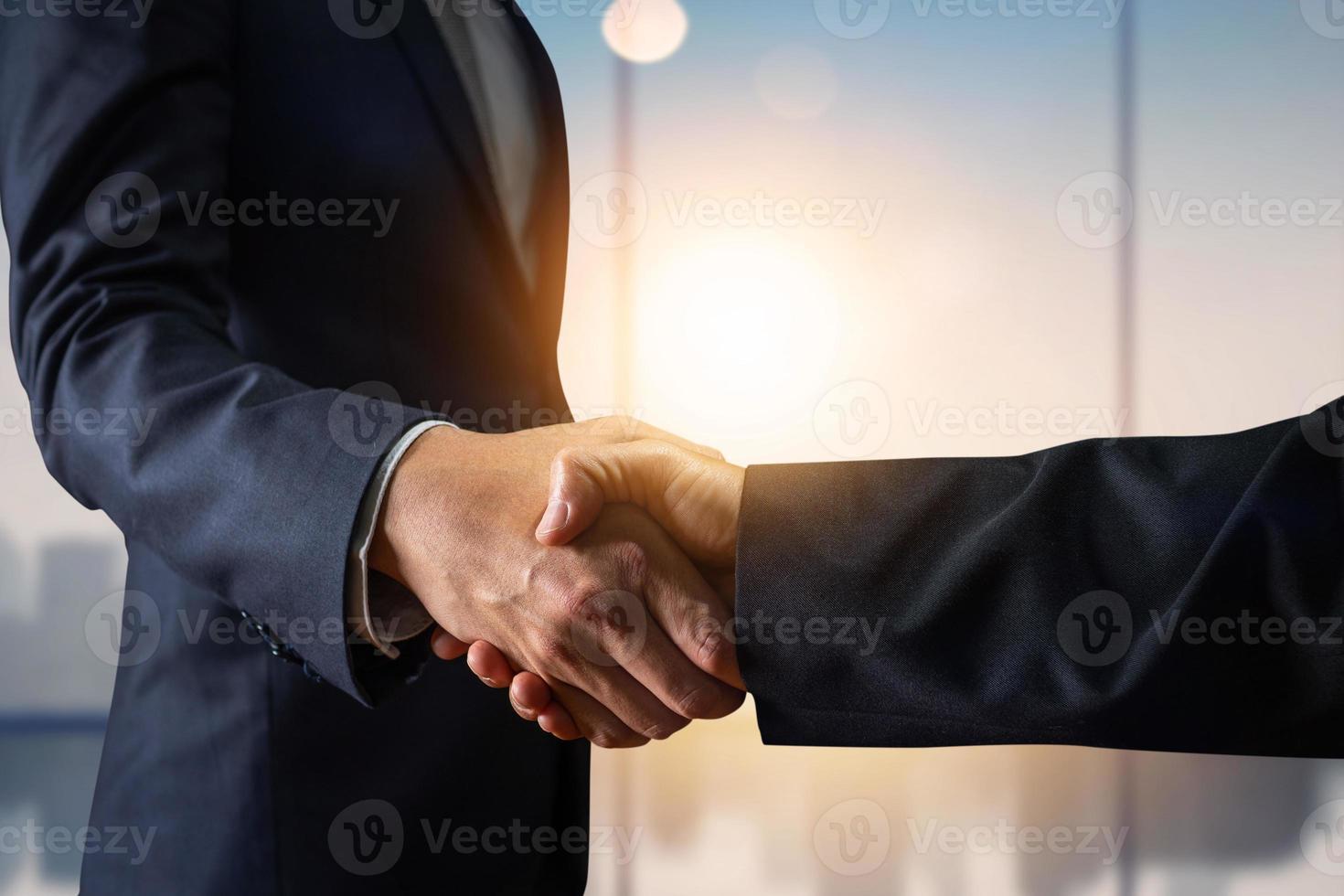 zakelijke overeenkomst en succesvol onderhandelingsconcept foto
