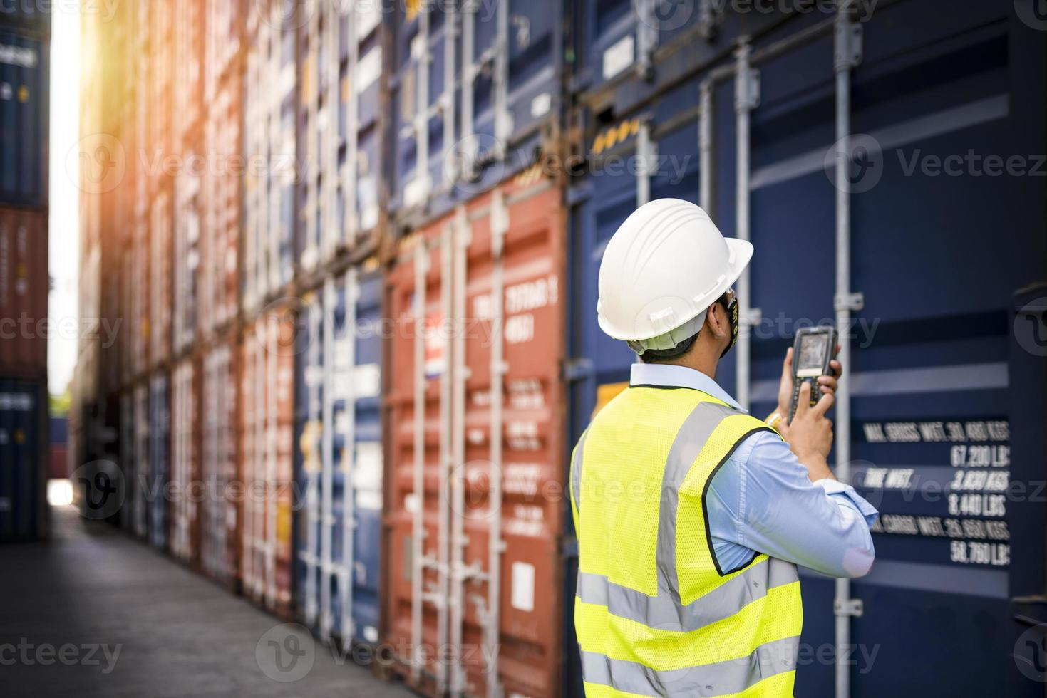voorman controle laden containers box van lading foto
