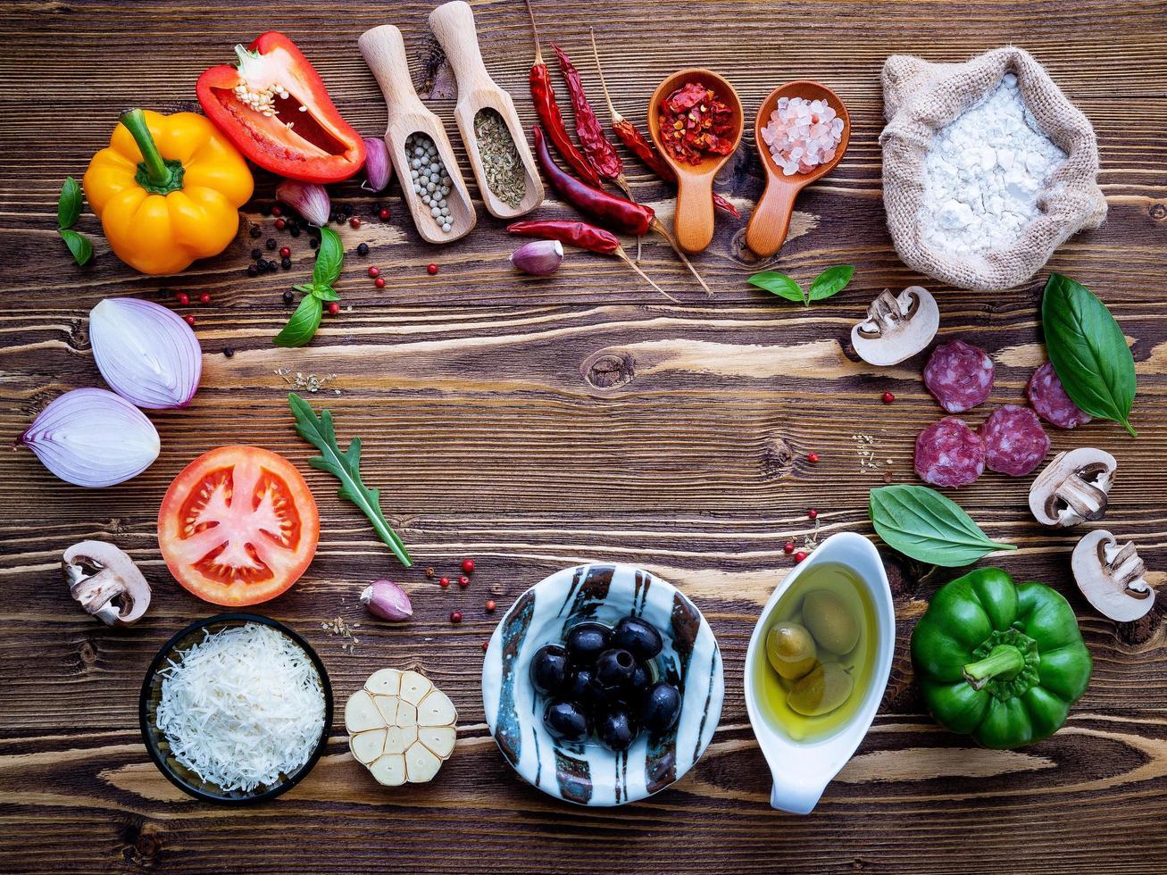 pizza-ingrediënten in een frame foto