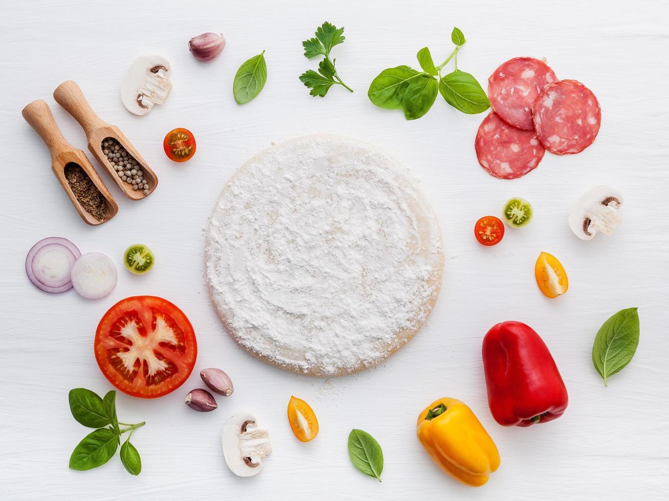 pizza-ingrediënten plat foto