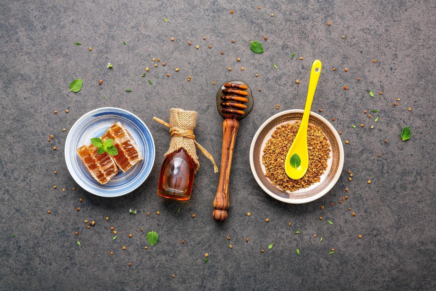 rauwe honing in meerdere vormen foto