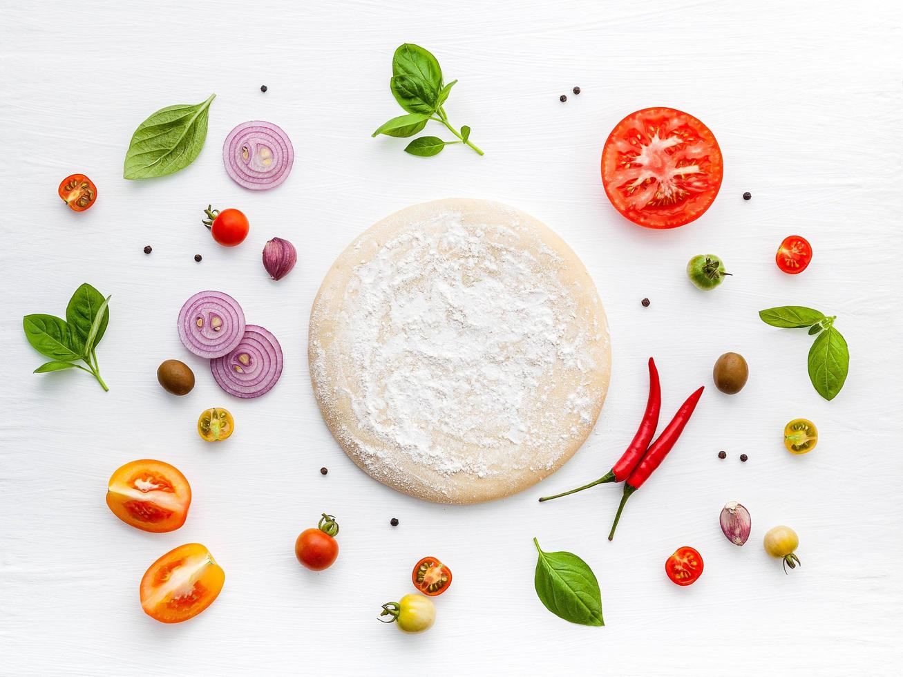 verse pizza-ingrediënten geïsoleerd foto