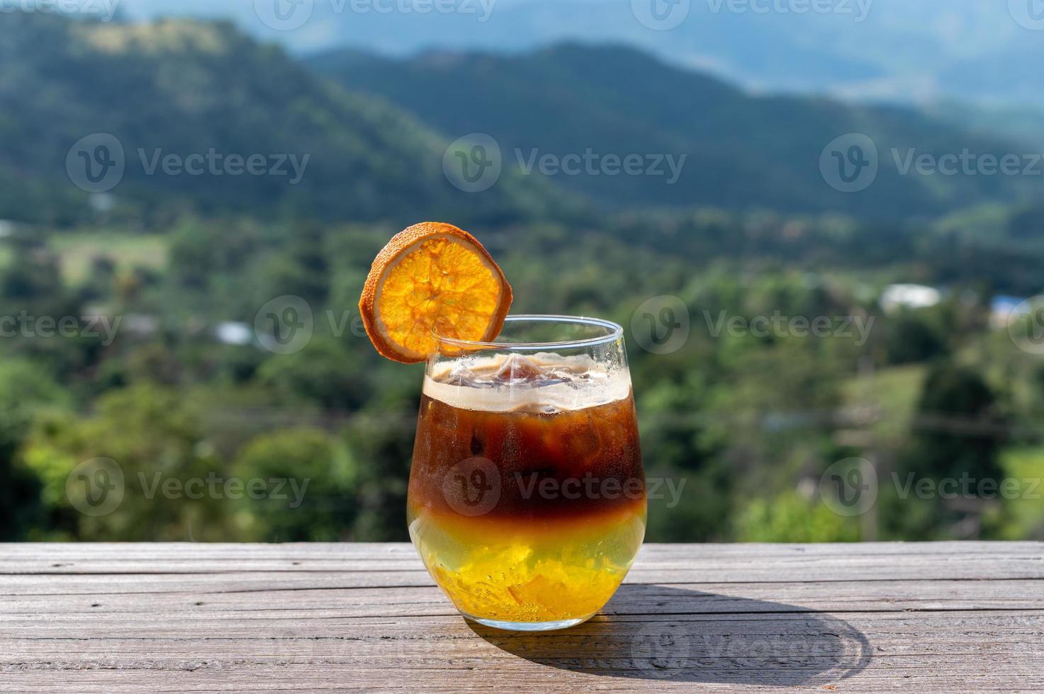 bruine en oranje cocktail foto