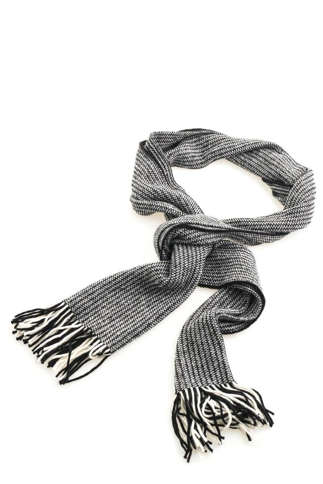 grijze sjaal op witte achtergrond foto