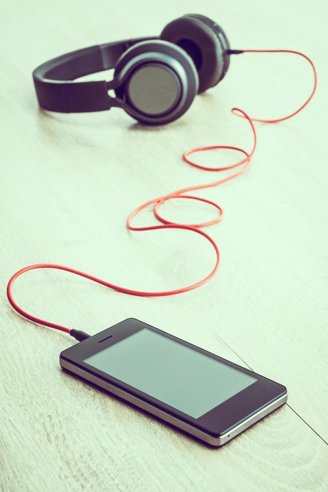 smartphone met koptelefoon foto