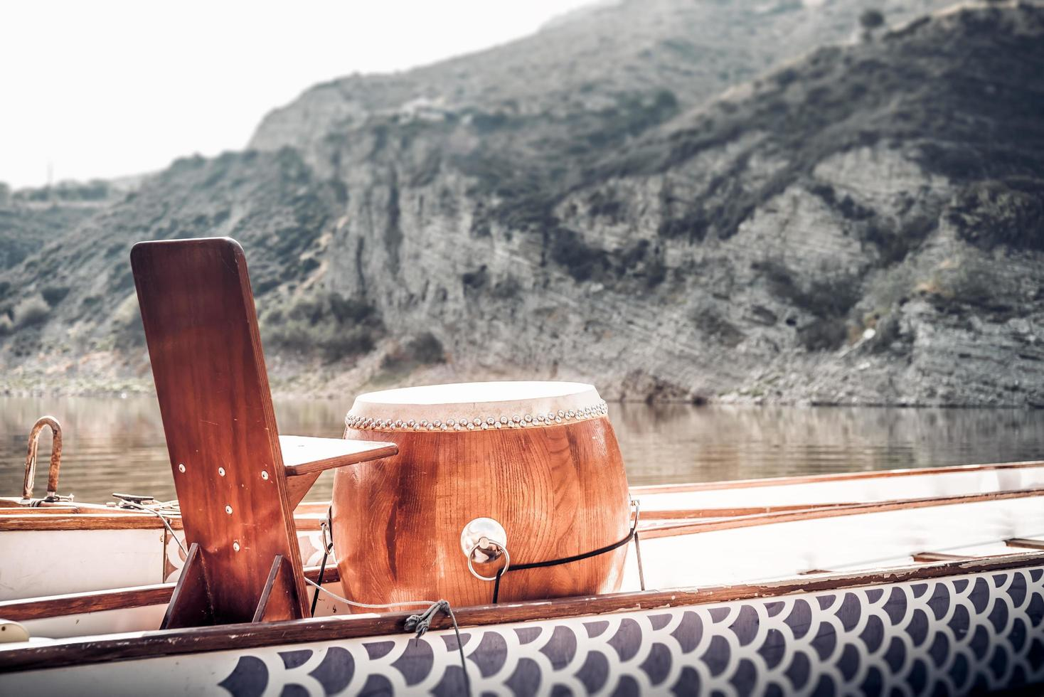 drakenboottrommel gebruikt om peddelaars te temperen foto