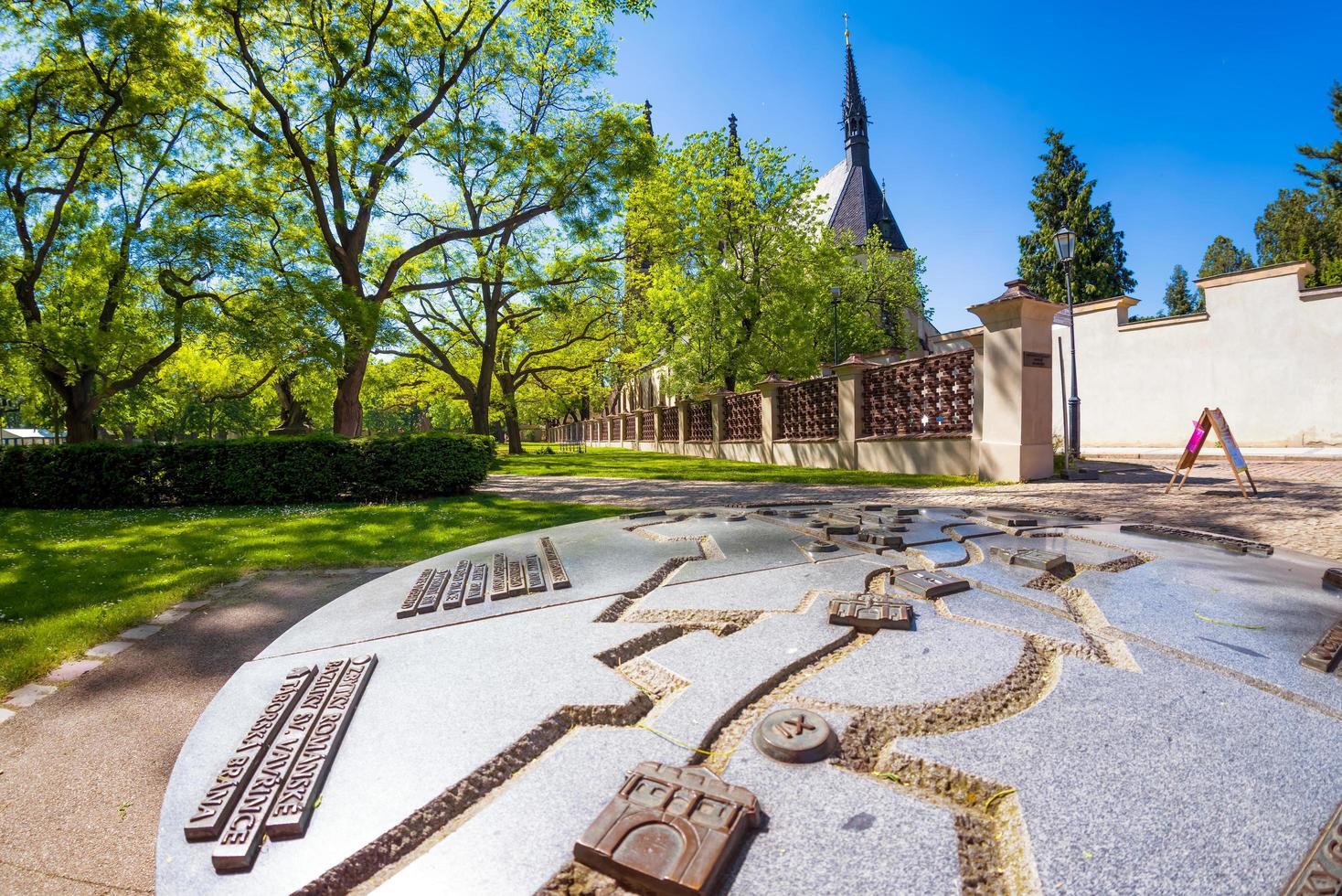 Praag, Tsjechië 2019 - Vysehradpark en basiliek van heiligen Peter en Paul foto
