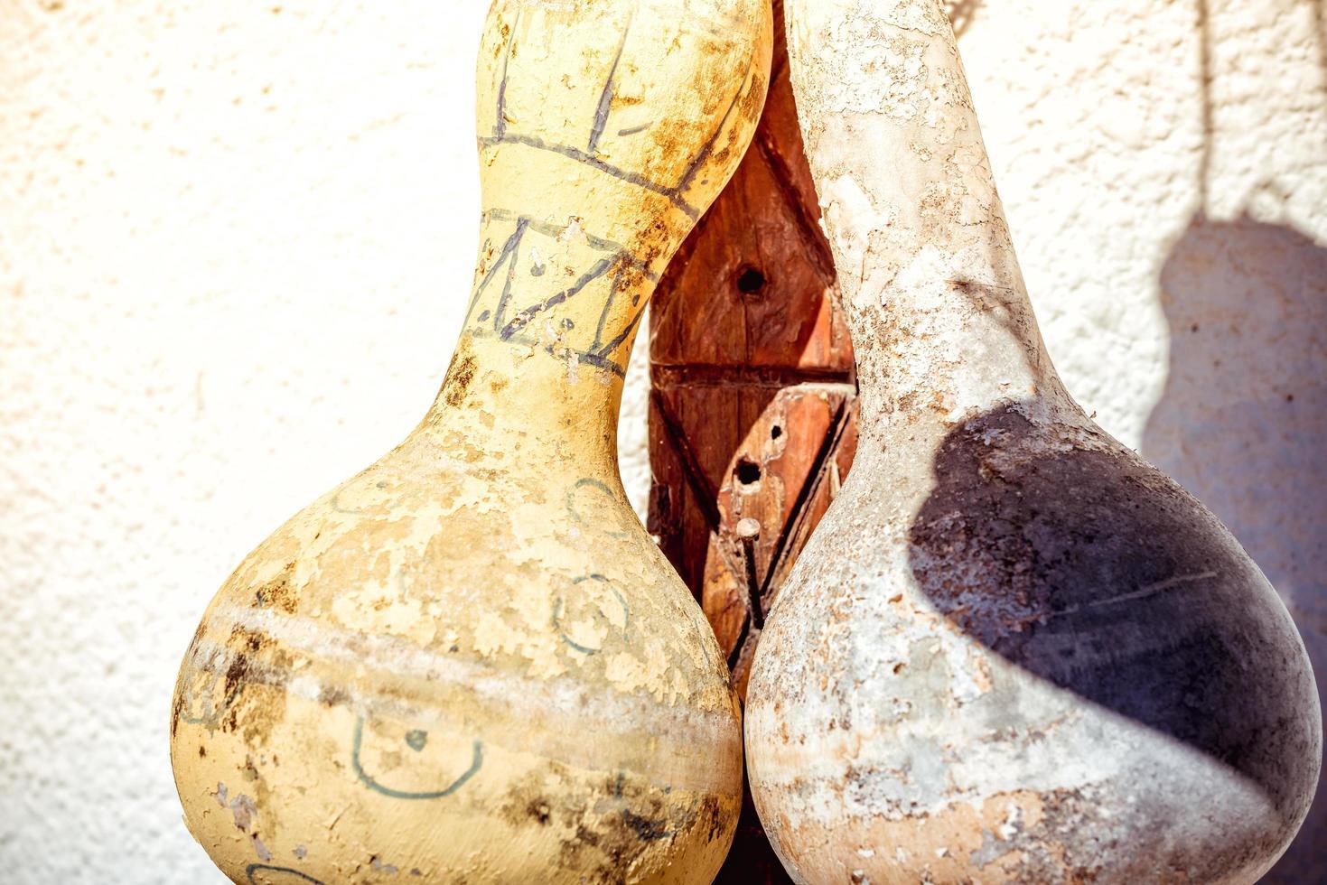 hangende gedroogde kalebassen foto