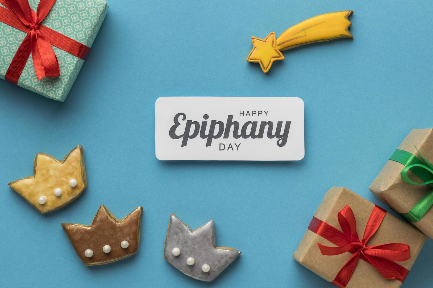 epiphany day cookies en cadeautjes foto
