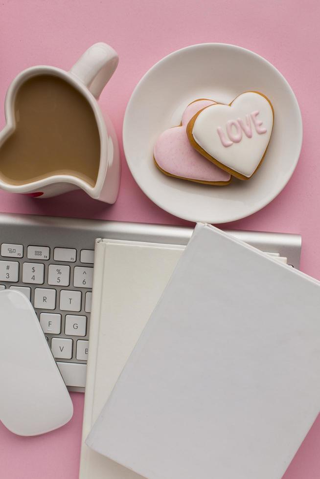 Valentijnsdagartikelen met kantoorartikelen foto