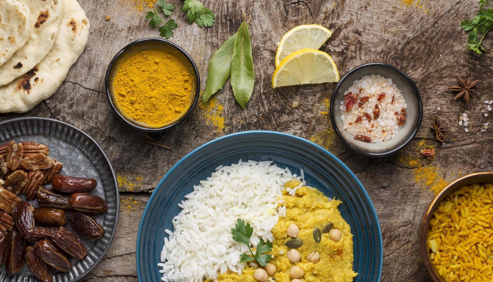 bovenaanzicht van een currygerecht foto