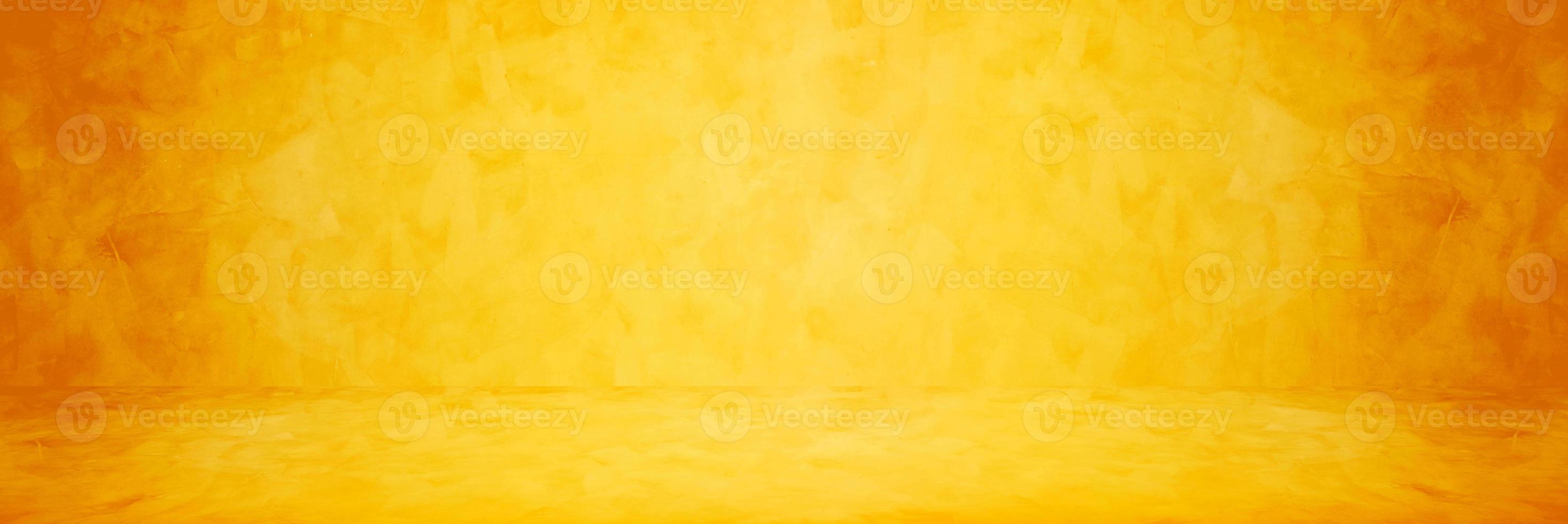 geel of oranje cement of betonnen muur voor achtergrond of textuur foto