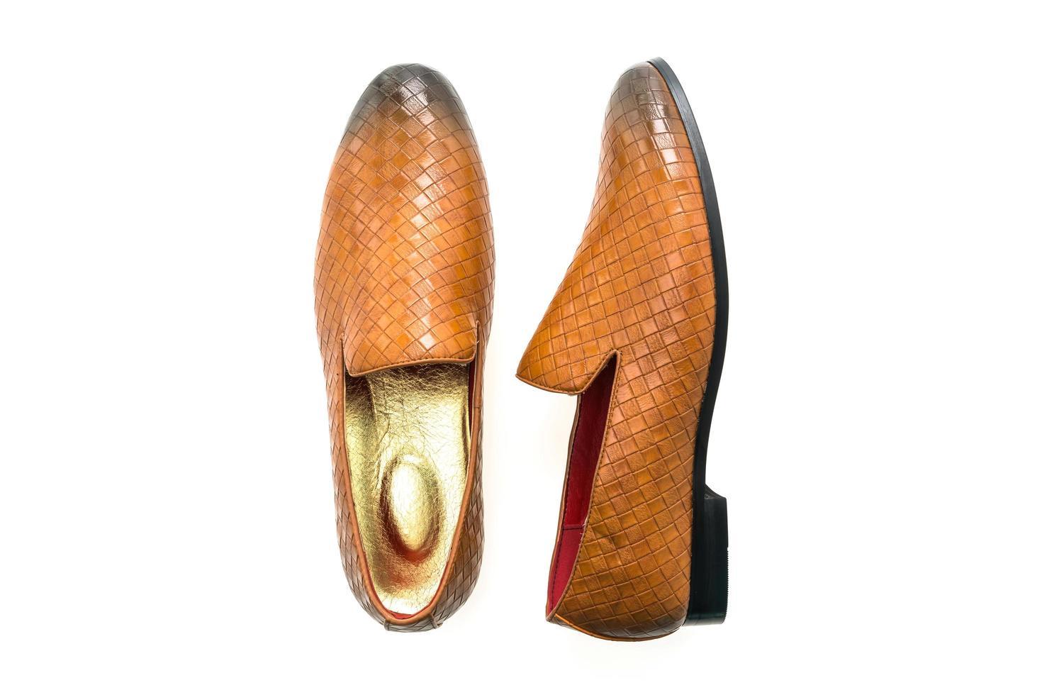 lederen schoenen op witte achtergrond foto