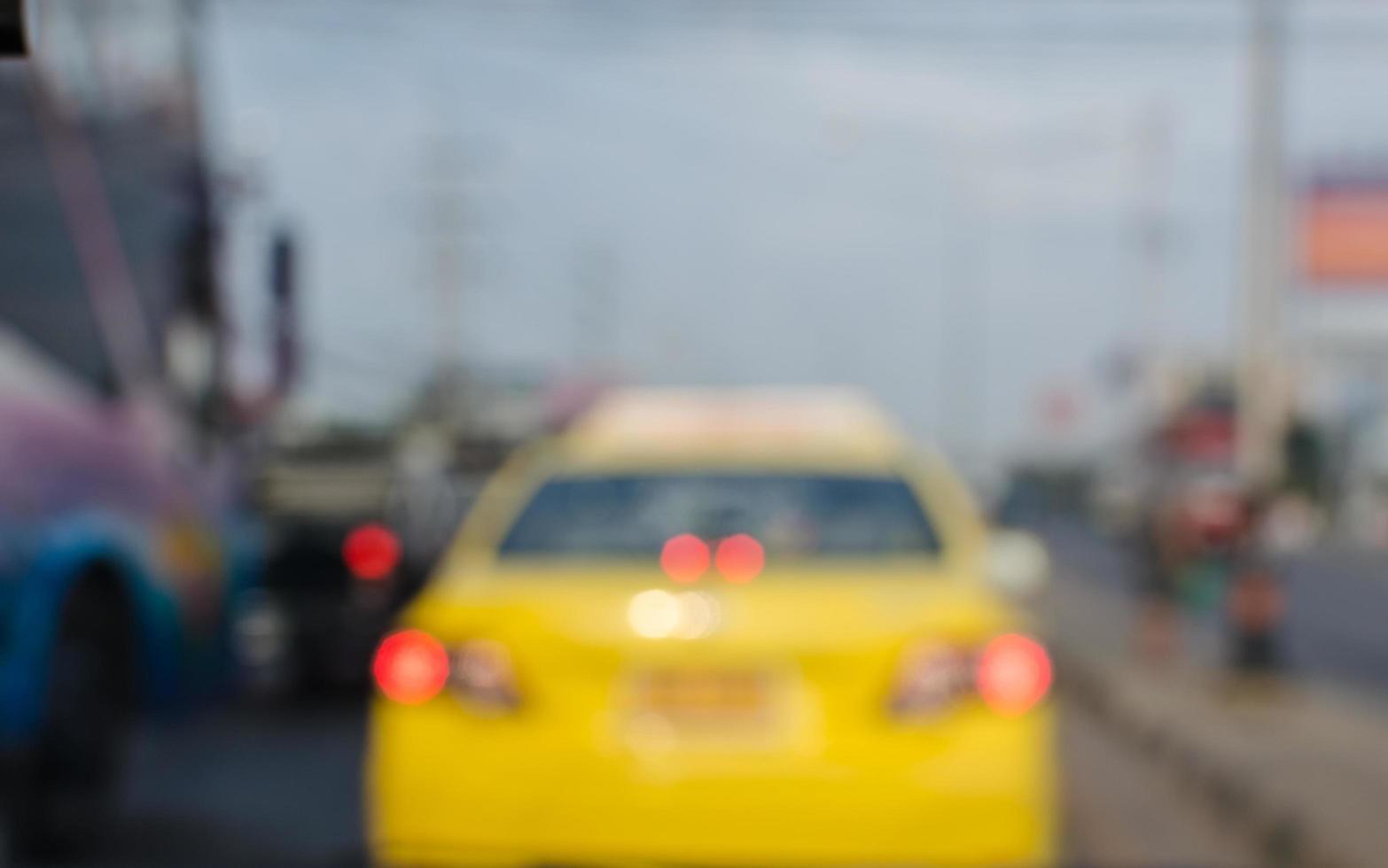 taxi op de weg onscherpe achtergrond foto