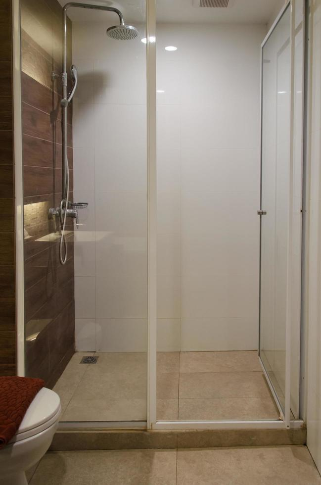 uitzicht op een douche foto