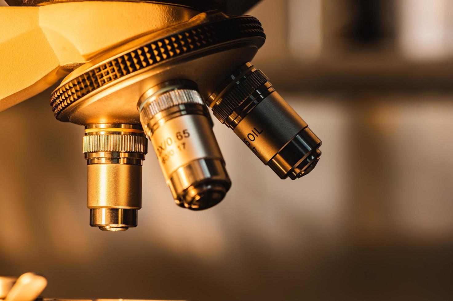 licht op een microscoop foto