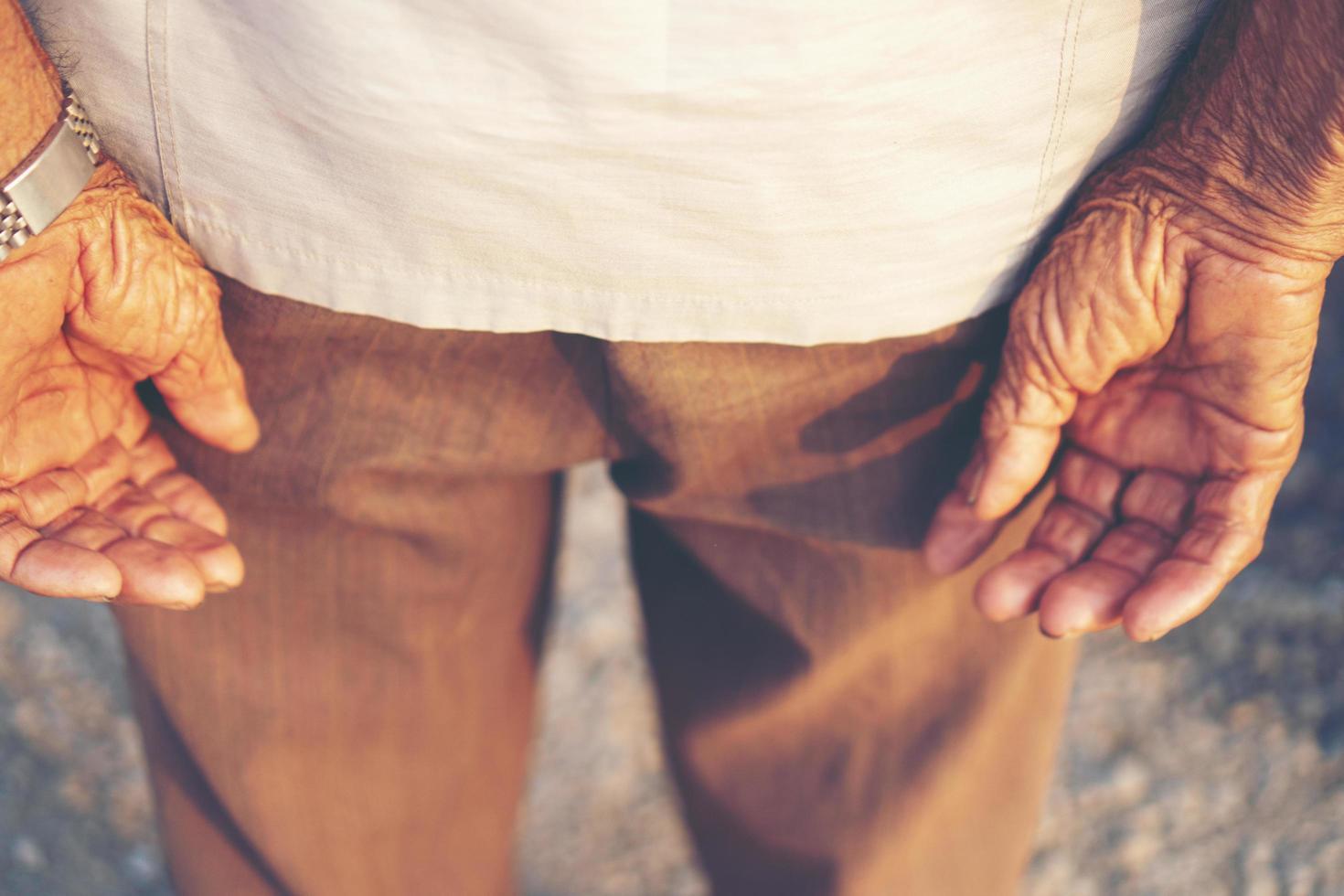 close-up van volwassen man's handen foto
