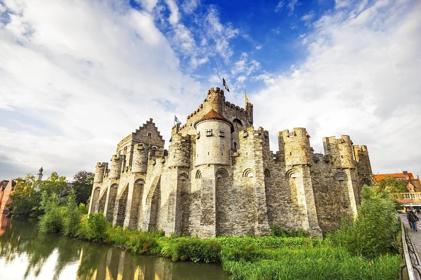 middeleeuws kasteel gravensteen in gent, belgië foto