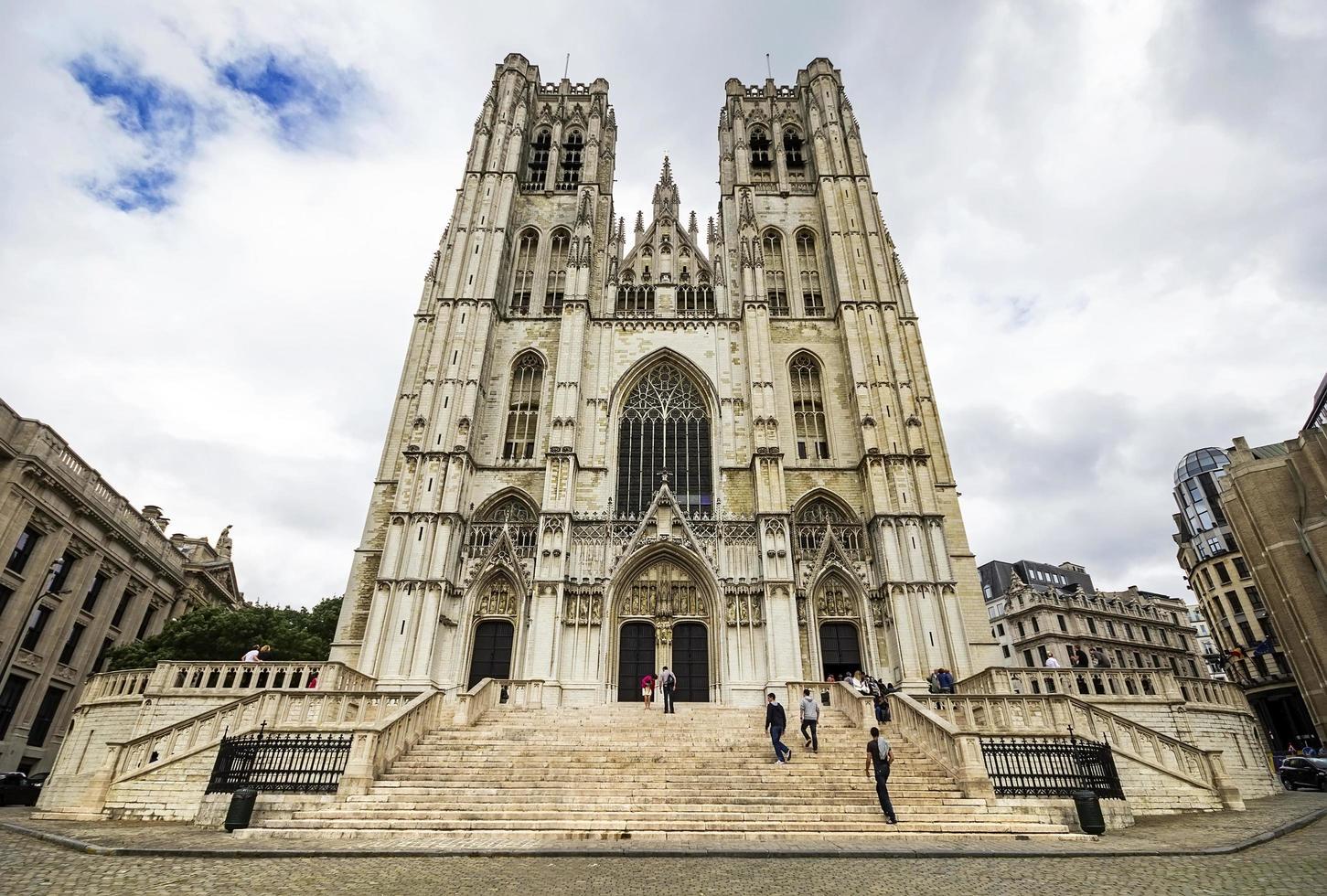 kathedraal van st. michael en st. gudula in brussel, belgië foto