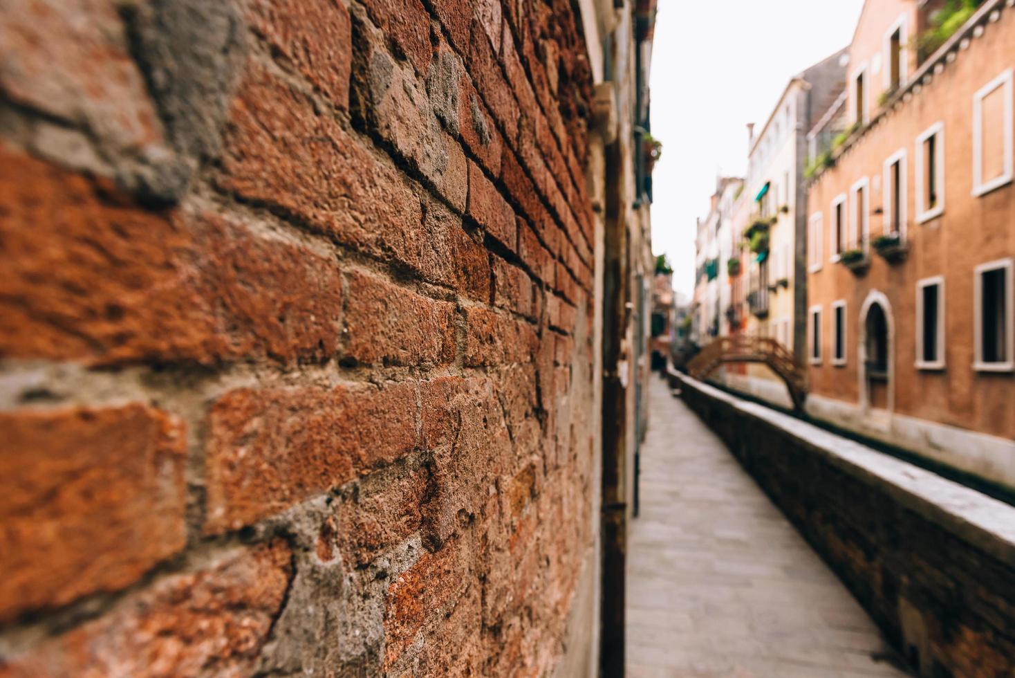 de oude straten van Venetië van Italië foto