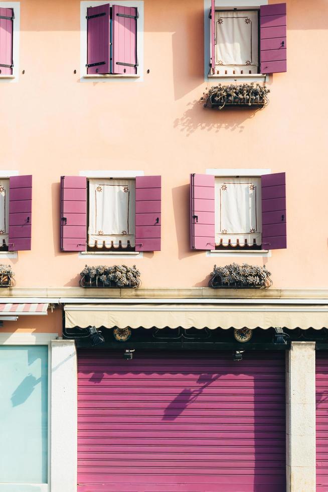 toeristische wijk van de oude provinciestad Caorle in Italië foto