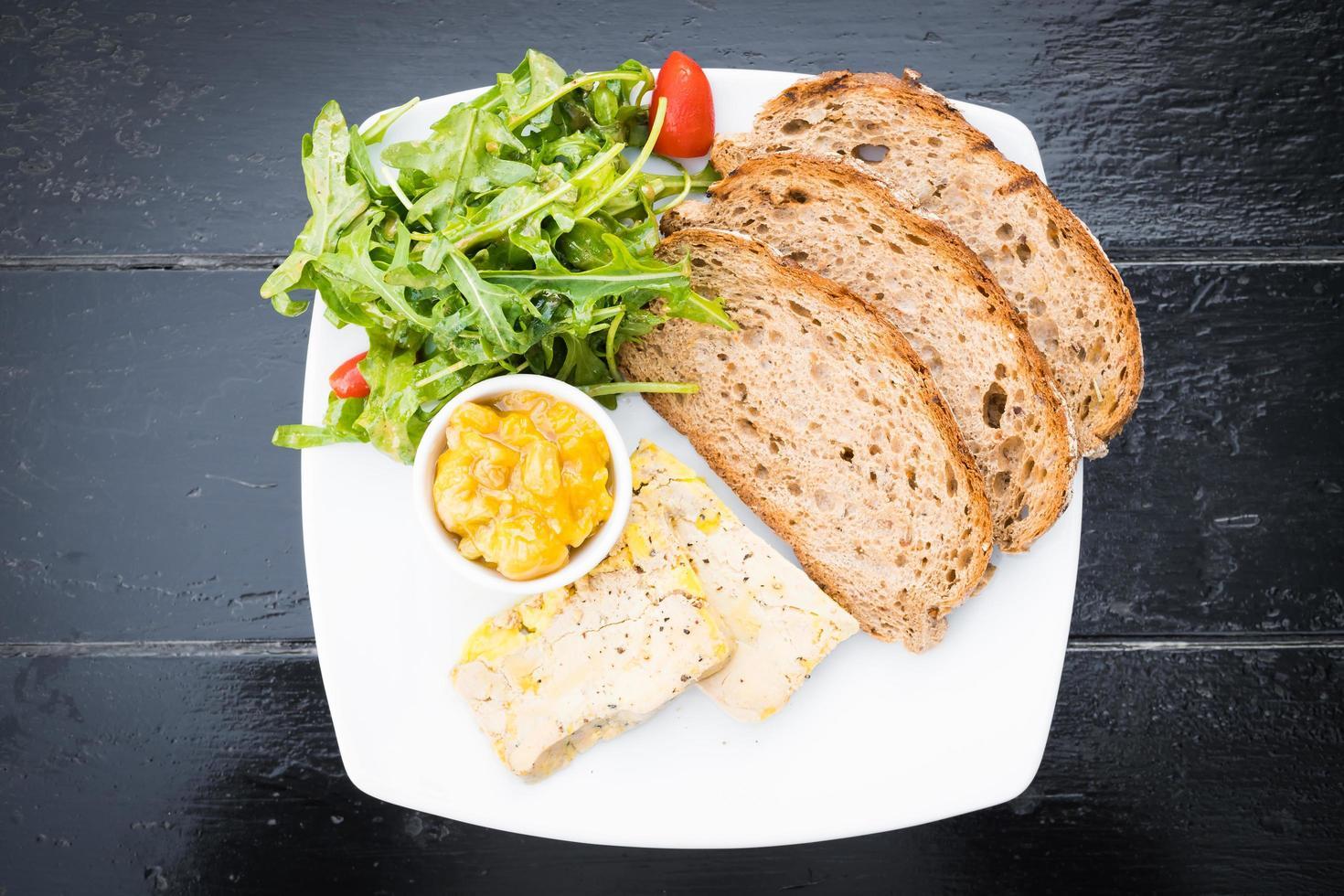 foie gras met brood foto