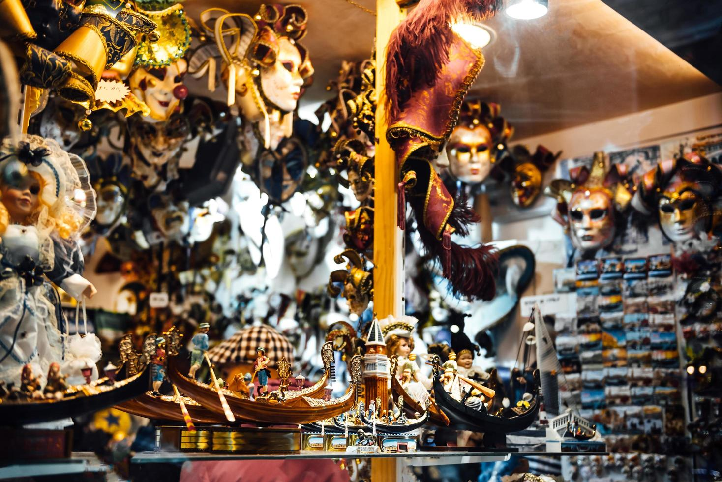 Venetië, Italië 2017 - Venetiaanse etalage met maskers foto