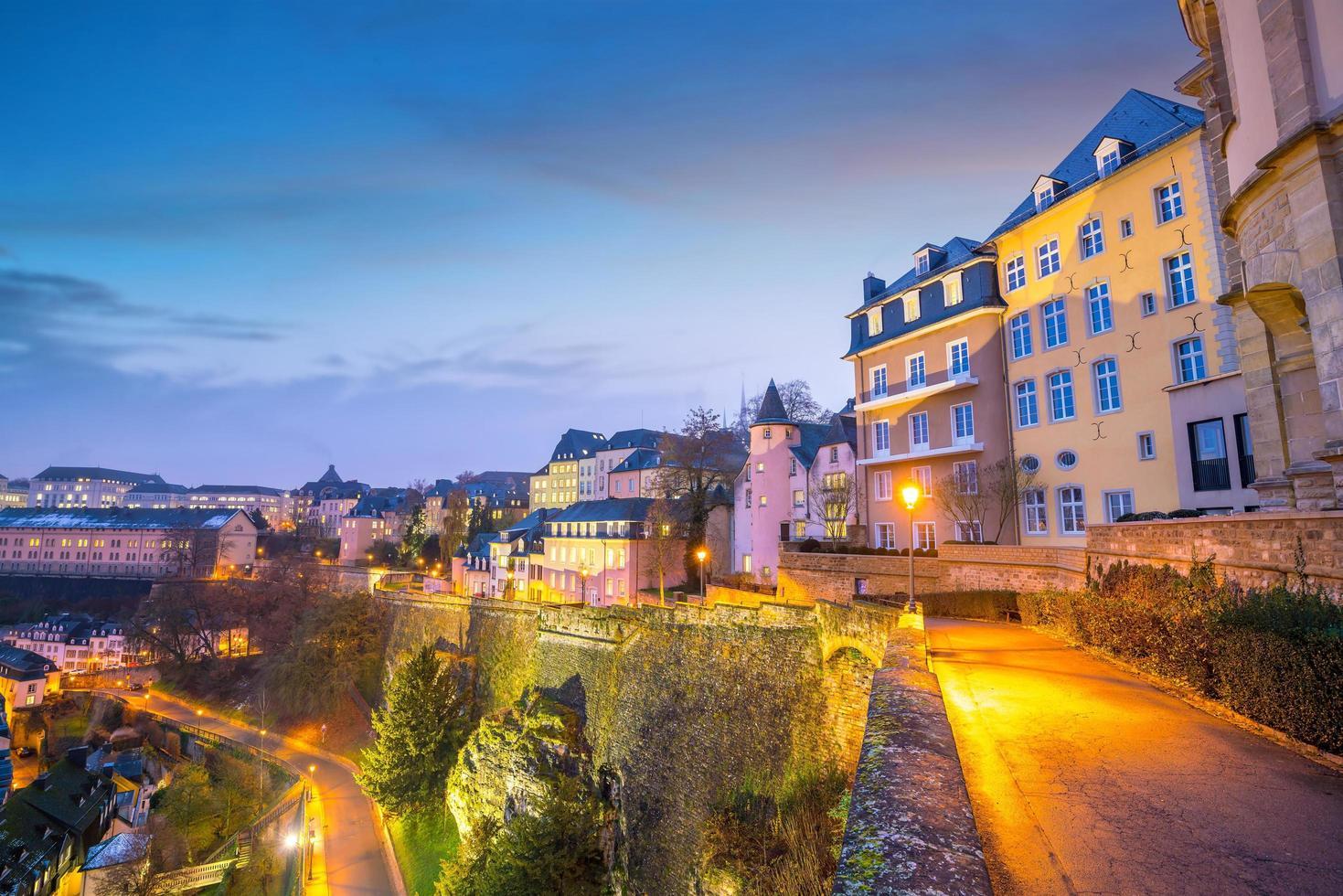 skyline van de oude stad luxemburg stad vanaf bovenaanzicht foto