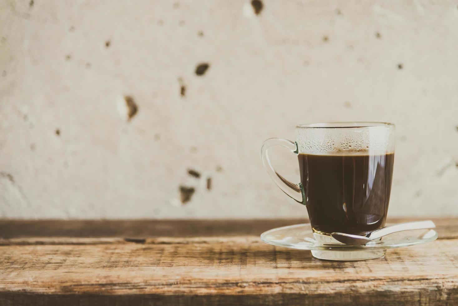 zwarte koffie in koffiekopje foto