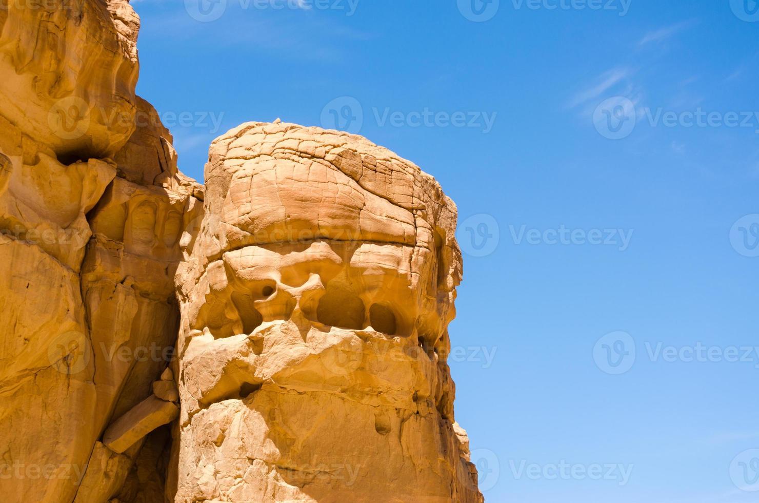 gezicht in rots foto