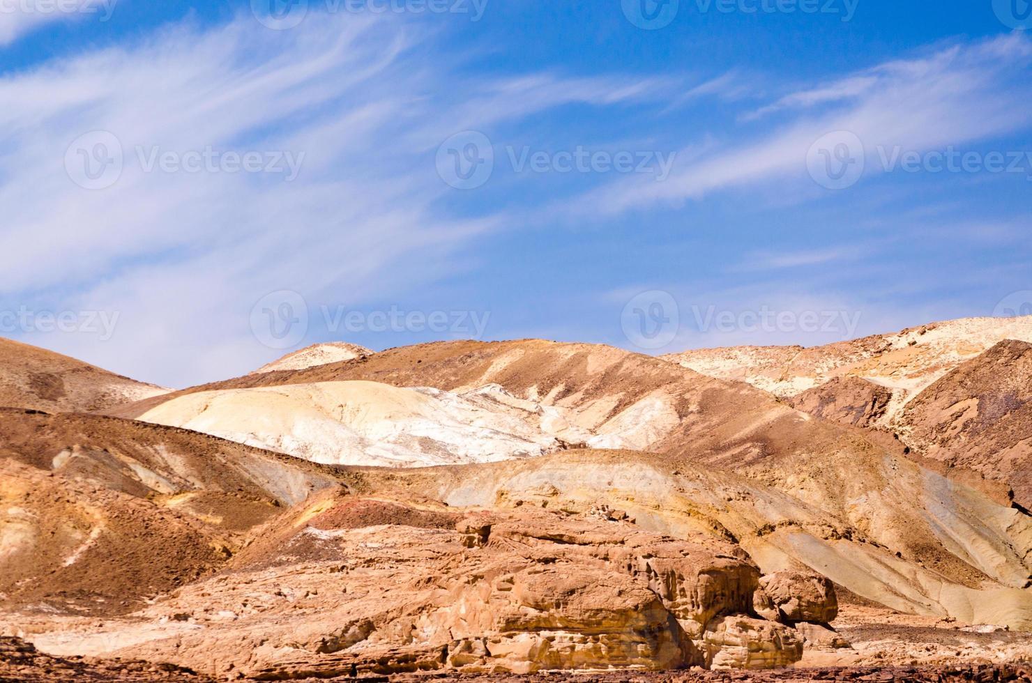 rotsbergen in de woestijn foto