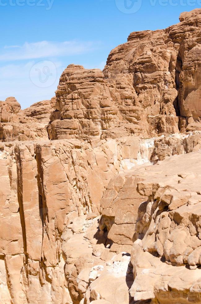 hoge rotsachtige bergen foto