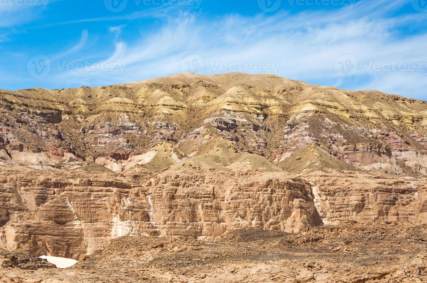 rotsachtige bergen in een Egyptische woestijn foto